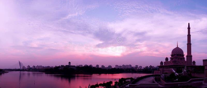 De Moskee van Putra tijdens zonsondergang royalty-vrije stock foto