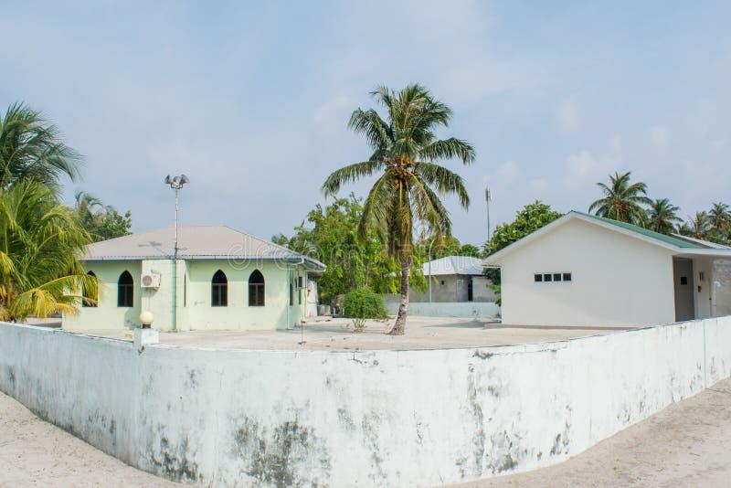 De moskeebouw bij het tropische eiland Maamigili wordt gevestigd die stock foto