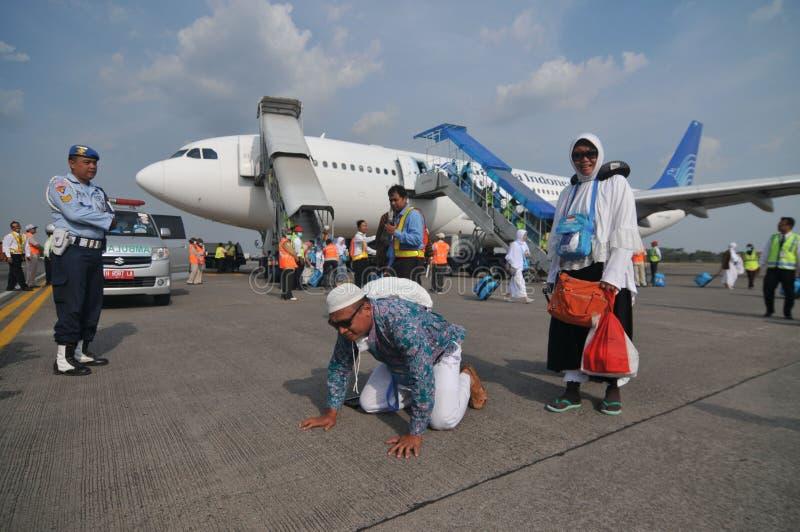 De moslimpelgrims kwamen in Indonesië aan na beëindigden jaarlijkse haj stock foto's