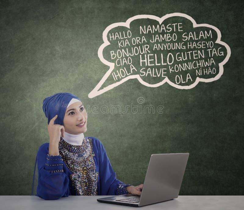 De moslimstudent leert meertalige 1 stock foto's