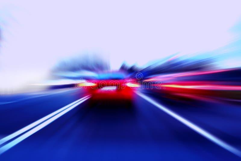 De motieauto van de snelheid op straat stock afbeelding