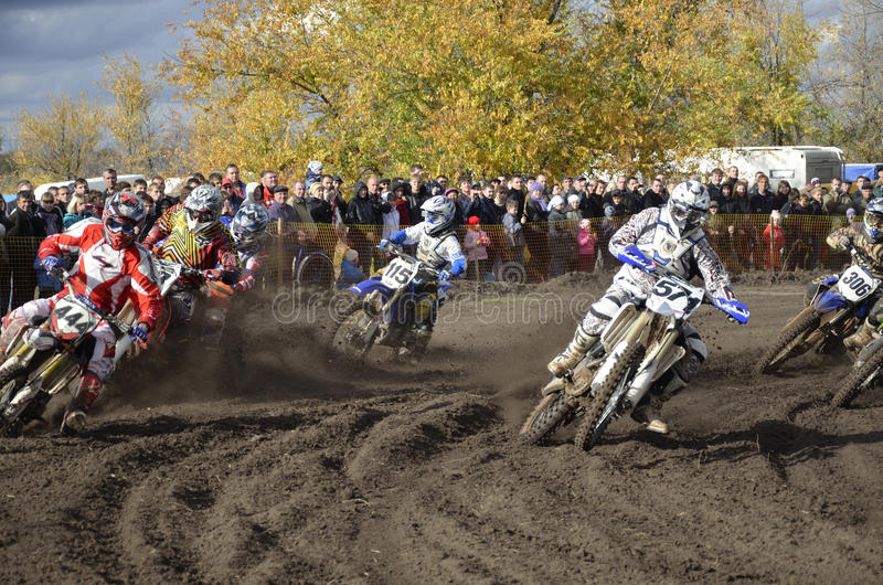 De motocross van het begin, een groep motor het rennen stock foto