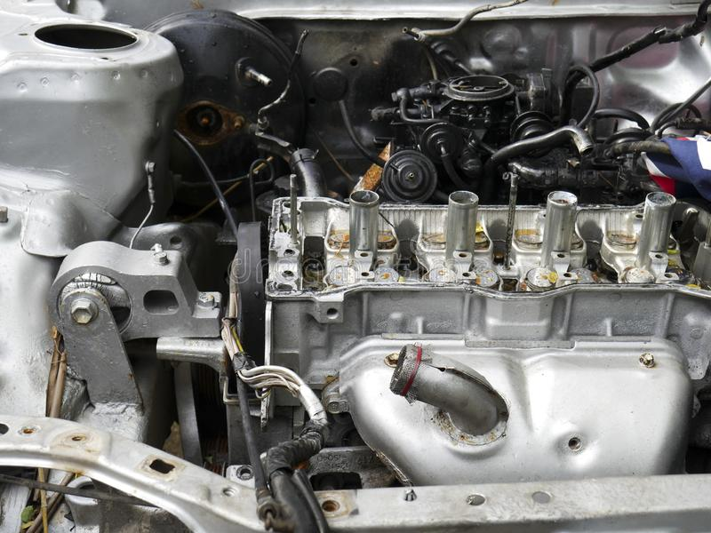 De motor van de close-upschade van oude auto in de autobegraafplaats royalty-vrije stock afbeeldingen