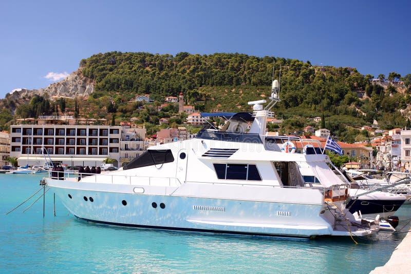 De motorboot van de luxe in het Eiland van Zakynthos, Griekenland stock afbeelding