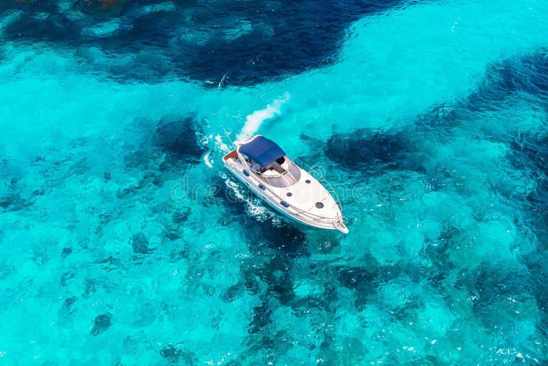 De motorboot van de luxe privé snelheid Lucht Mening stock fotografie