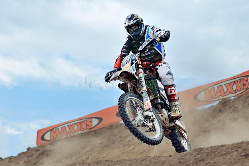 De motorrijder neemt aan het Kampioenschap van Wereldendurocross op 15 Juni, 2013 in Maracineni deel royalty-vrije stock fotografie