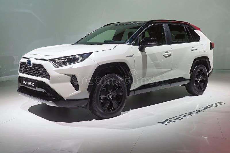 De Motorshow 2018 van Parijs - de Hybride van Toytoa RAV4 stock foto