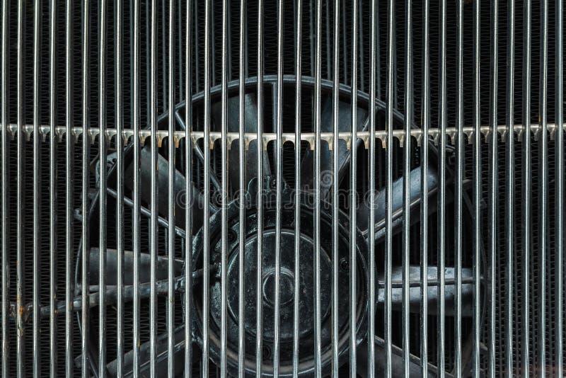 De motorventilator van de motor van een klassieke auto stock foto