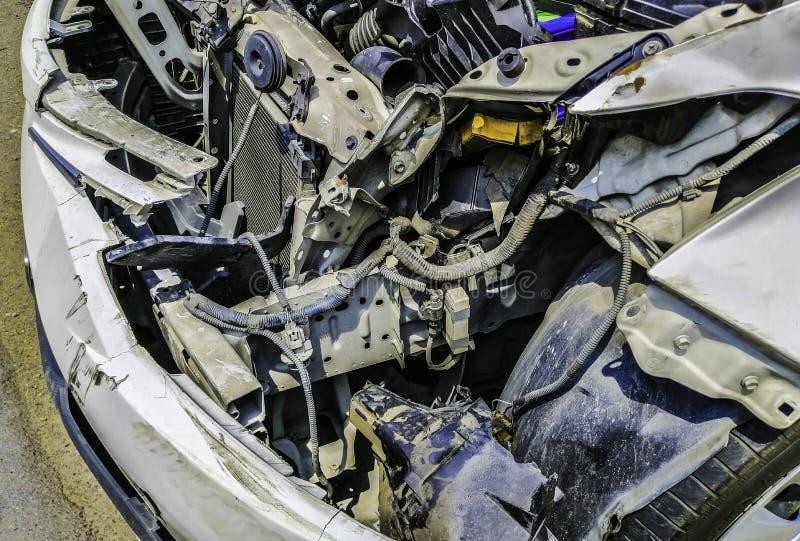 De motorvoorwaarde binnen de auto na ongeval kwam voor stock afbeeldingen