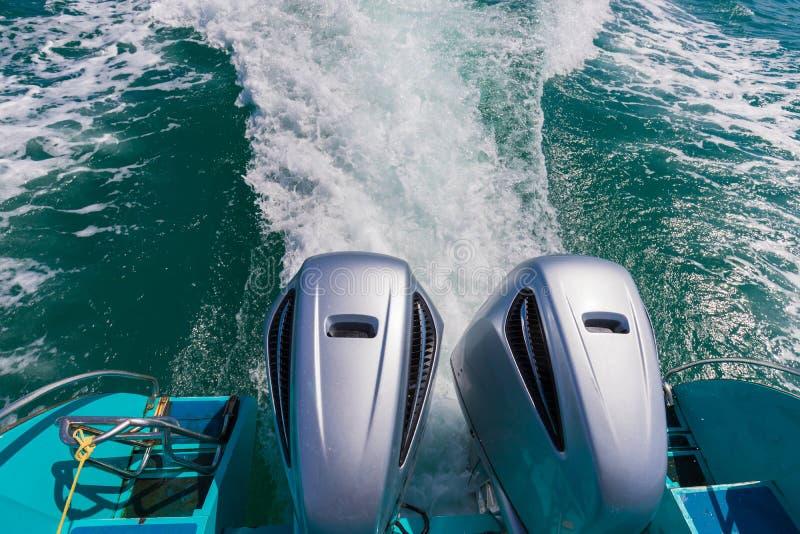 De motorweergeven van de snelheidsboot van de rug van de motorboot mooie mening van sameteiland Thailand stock fotografie