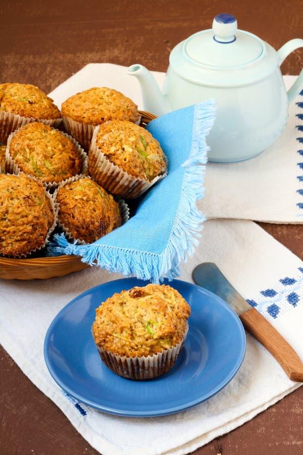 De muffins van de courgette en van de appel royalty-vrije stock foto