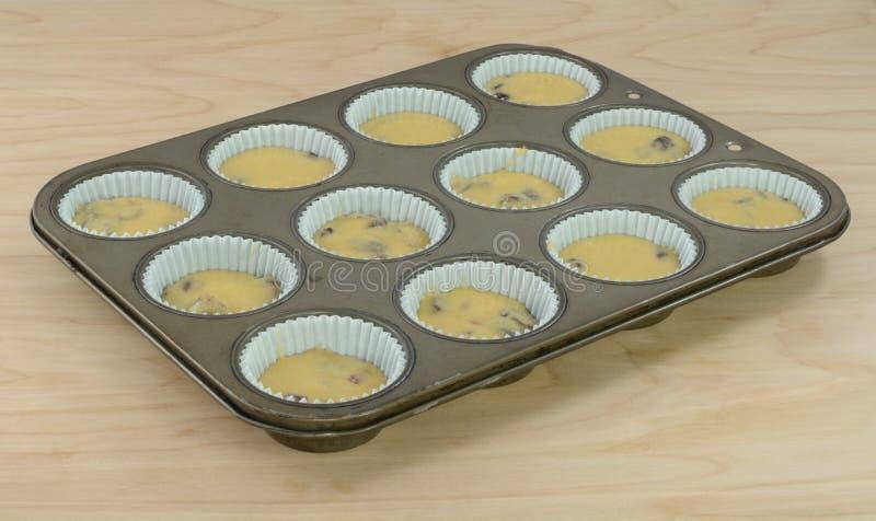 De muffins van het bakselontbijt in muffinpan royalty-vrije stock afbeelding