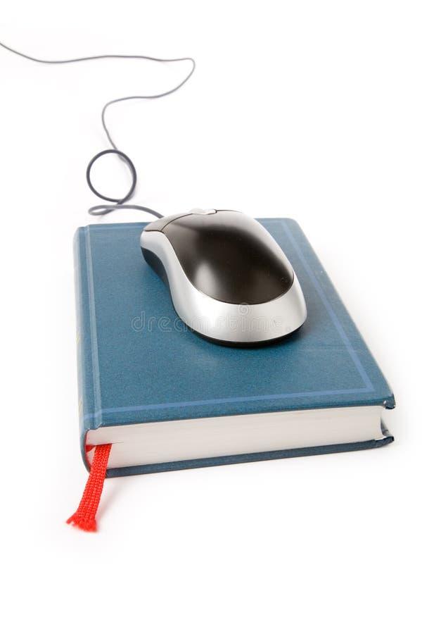 De muis en het boek van de computer stock foto