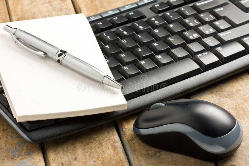 De Muisballpoint Memobook van het computertoetsenbord stock foto's
