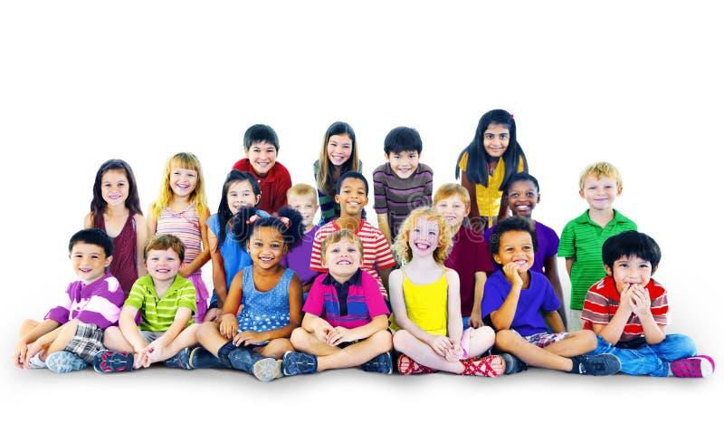 De Multi-etnische Groep van Happines van kinderenjonge geitjes Vrolijk Concept stock foto's