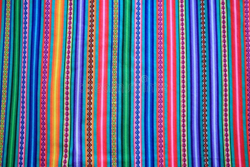 De multistreep van de kleuren levendige toon van Peruviaanse stof voor achtergrond royalty-vrije stock afbeeldingen