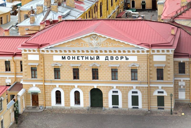 De muntbouw van hoogte in Peter en Paul (in Rus: Petropavlovskaya) vesting in heilige-Petersburg, Rusland stock foto's