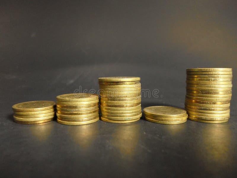 De muntstukgroei het verdienen royalty-vrije stock afbeeldingen