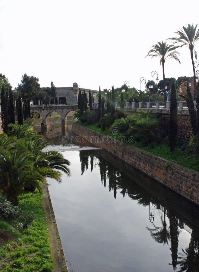 De Muren en het water van Palma stock foto