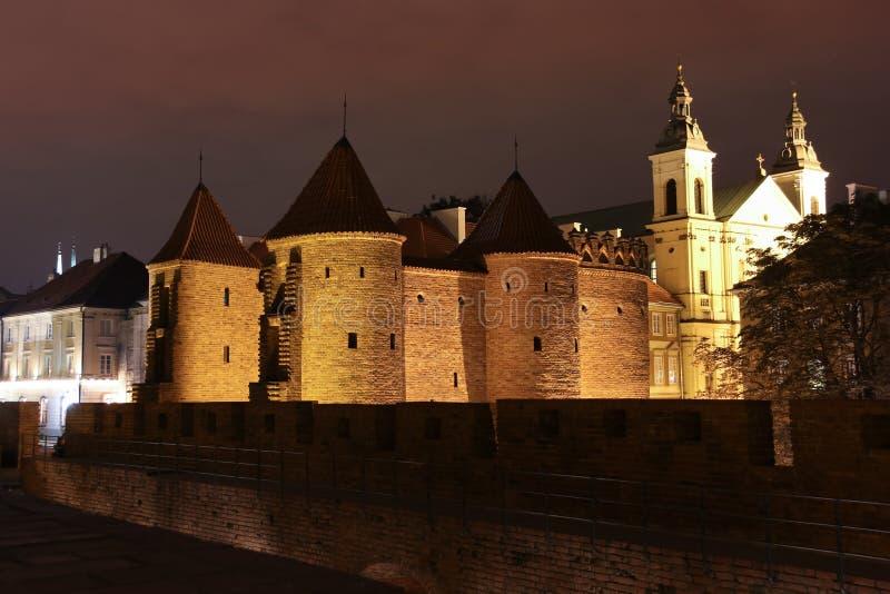 De muren van de barbacane en van het kasteel. Warshau. Polen. stock foto