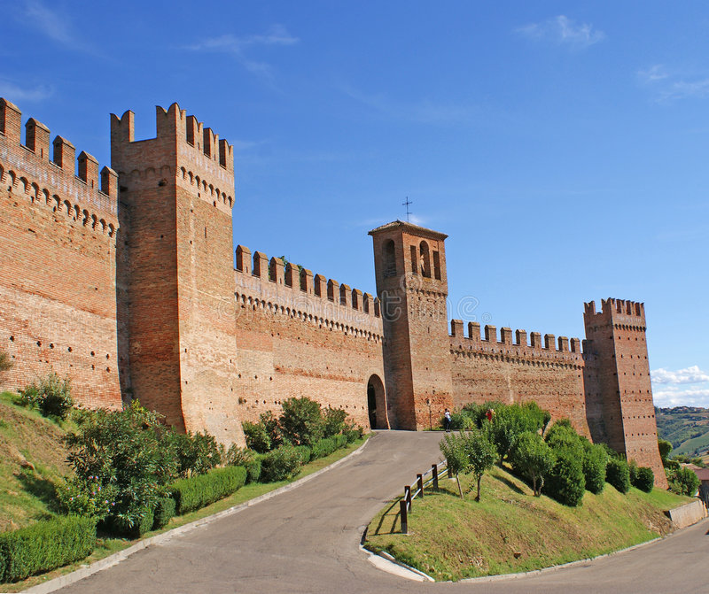 De Muren van de stad van Gradara stock afbeeldingen
