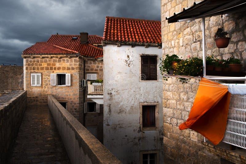 De muren van Dubrovnik Het gebruikelijke leven royalty-vrije stock afbeeldingen