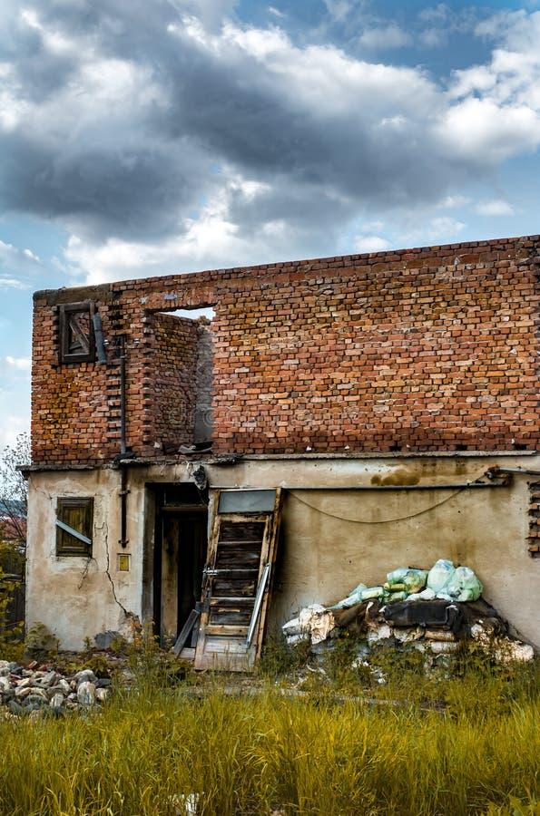 De muren van een verlaten huis royalty-vrije stock foto