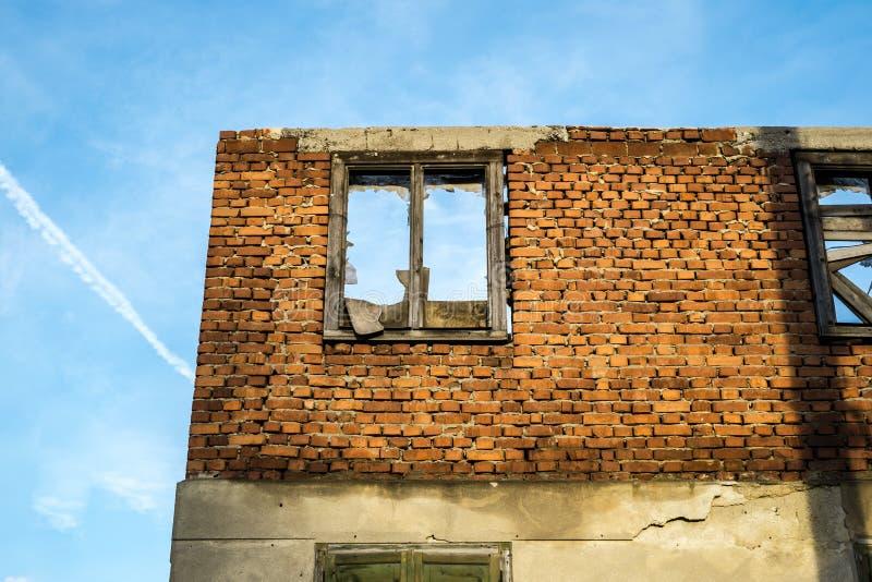 De muren van een verlaten huis stock afbeelding