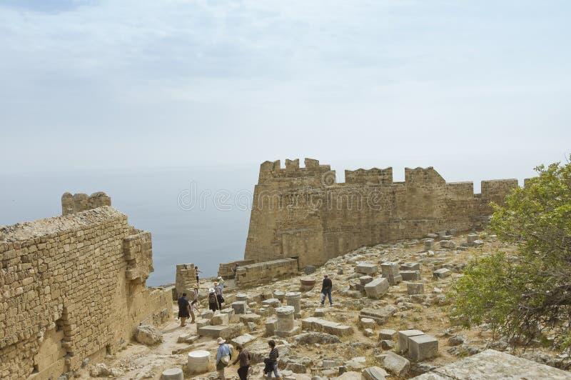 De muren van het vestingwerk van Akropolis Lindos royalty-vrije stock afbeelding