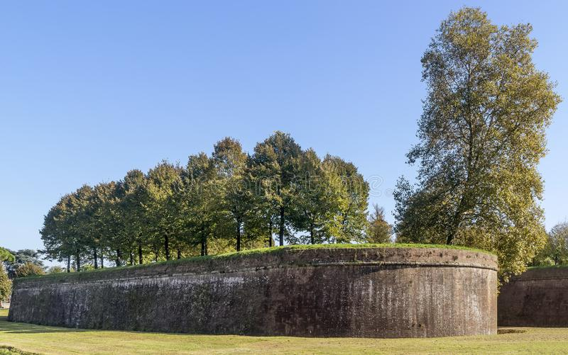 De muren van Luca in een zonnige dag, Toscanië, Italië stock afbeelding