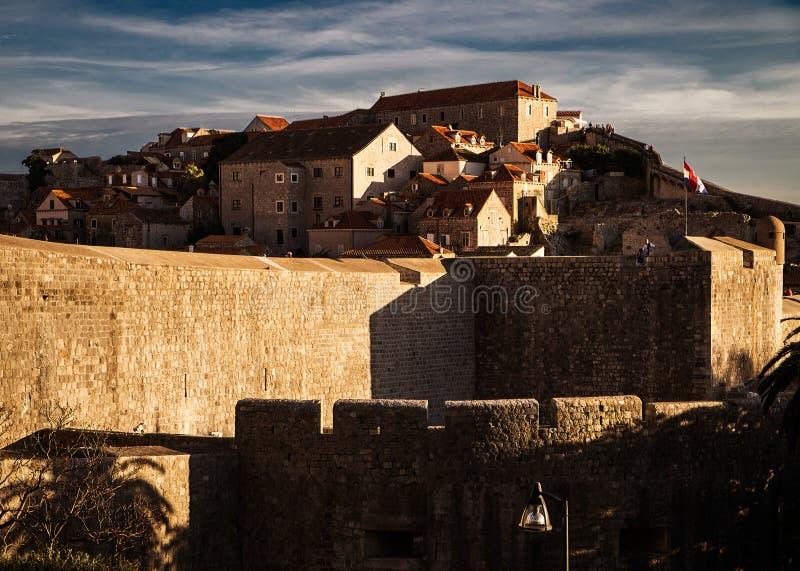 De muren van de stad van Motovun Kroatië stock afbeelding