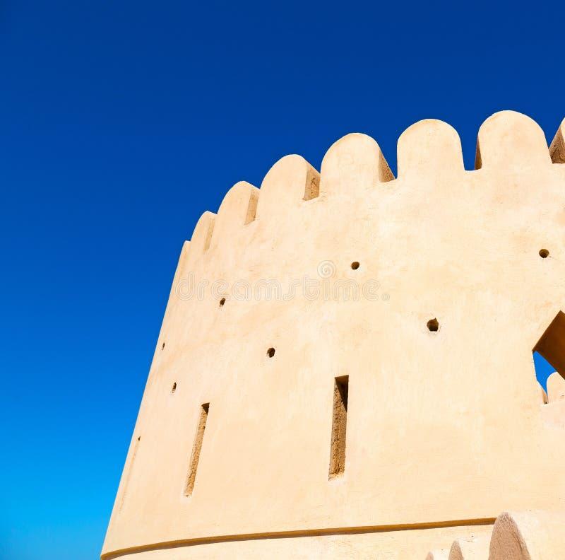 in de muscateldruif van Oman de oude verdedigingshemel a van fortbattlesment stock foto's