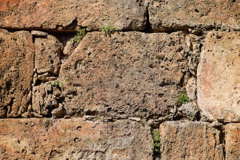 De muur dichtbij de poort van Hadrian, de textuur van de steenmuren van oude steen stock foto