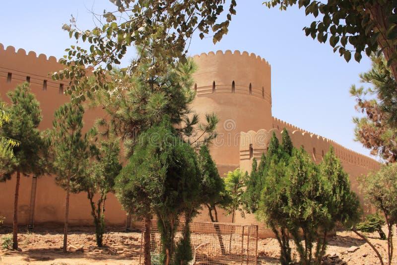De muur en de toren van Oude stad in Yazd-stad (Iran) stock afbeeldingen