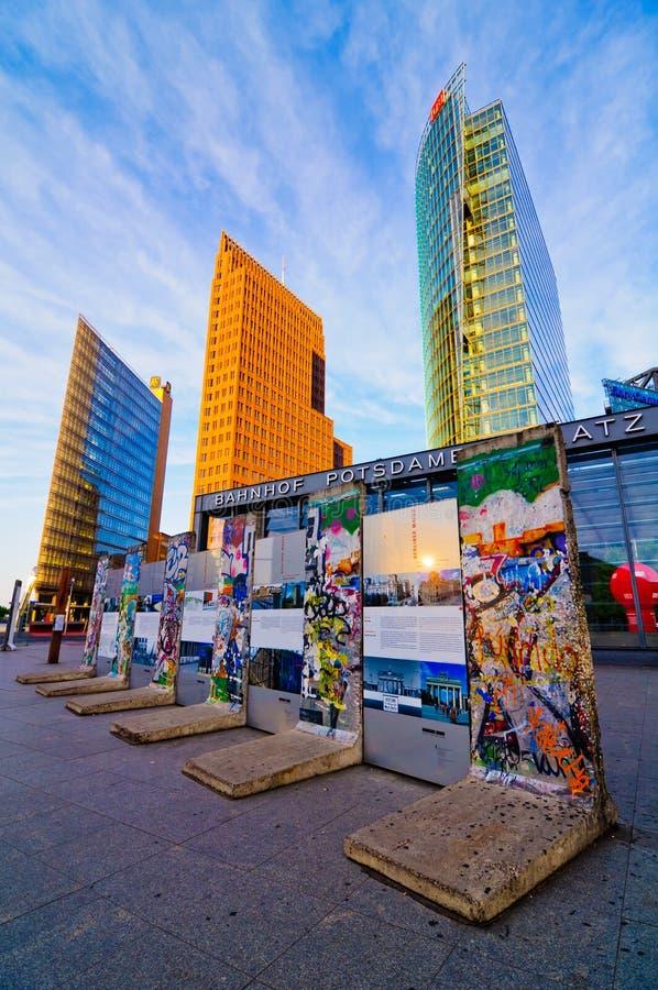 De muur van Berlijn op potsdamer platz stock foto