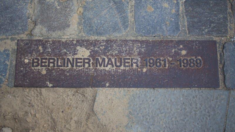De Muur van Berlijn De plaat van het metaal stock foto