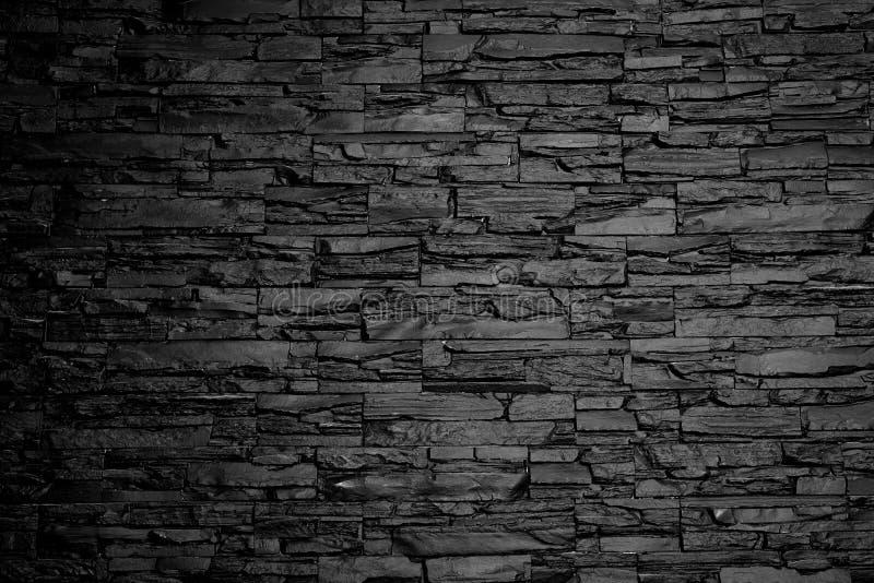 De muur van de houtskoolsteen zwart-witte textuur als achtergrond stock fotografie