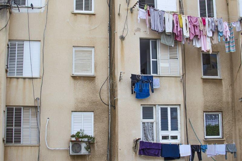 De muur van een flatgebouw stock afbeelding