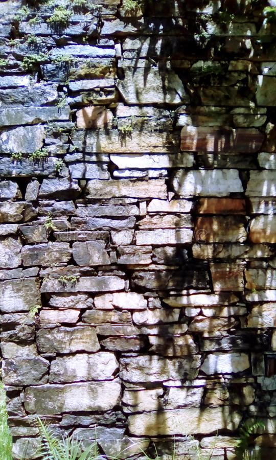 De muur van de eeuwsteen van de koloniale periode stock afbeeldingen