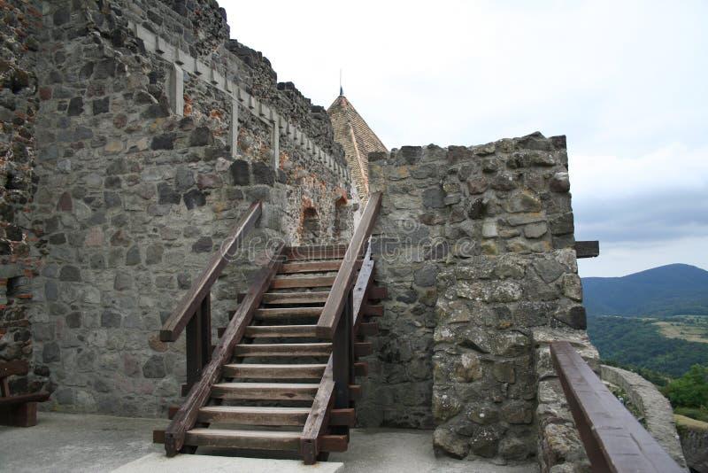 De muur van het kasteel over de rivier van Donau royalty-vrije stock foto's