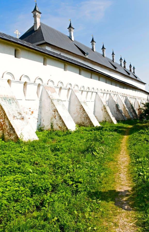 De muur van klooster stock afbeeldingen