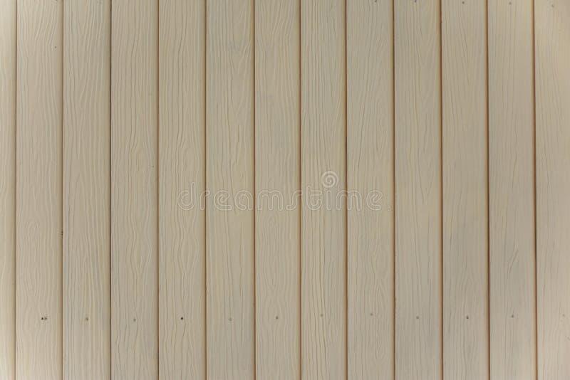De muur voerde met hout op een ordelijke manier wordt geschikt die Geschilderd in zachte tanden en comfortabel kijk royalty-vrije stock fotografie