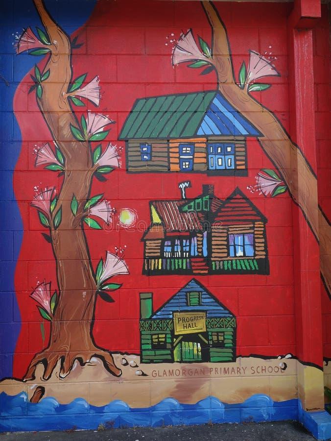 De muurschildering van vrolijke rode die kinderen in Nieuw Zeeland wordt gemaakt royalty-vrije stock afbeelding