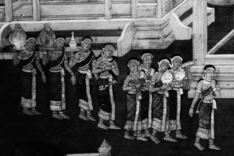 De de muurschilderingschilderijen van Ramakian Ramayana zijn zwart-witte kleur ge?soleerde muur langs de galerijen van de Tempel  stock afbeelding