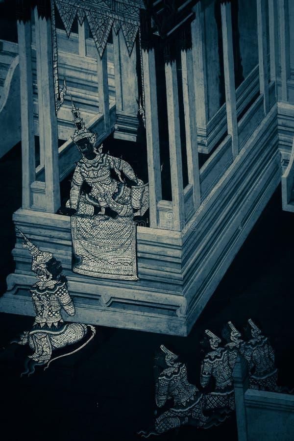 De de muurschilderingschilderijen van Ramakian Ramayana zijn zwart-witte kleur ge?soleerde muur langs de galerijen van de Tempel  stock afbeeldingen