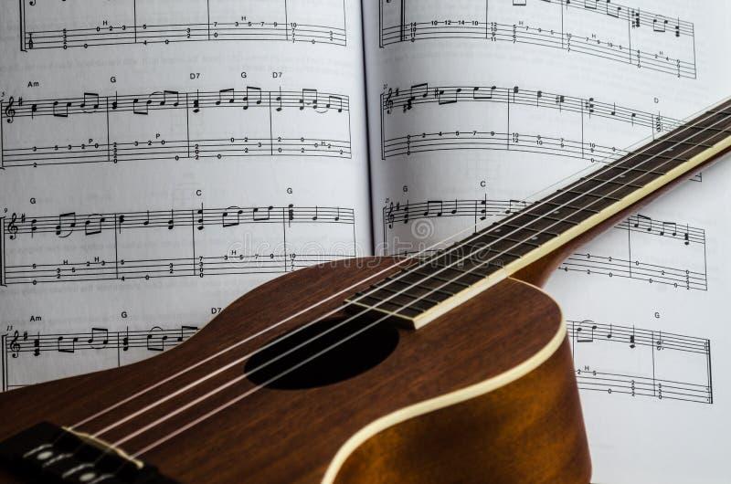 De Muziek van het ukeleleblad stock fotografie