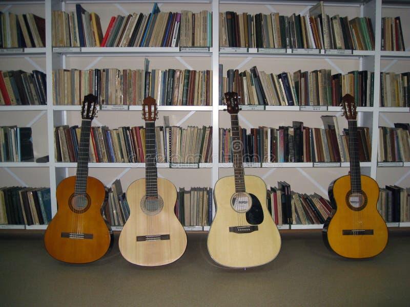 De muziekafdeling van de bibliotheek royalty-vrije stock afbeeldingen