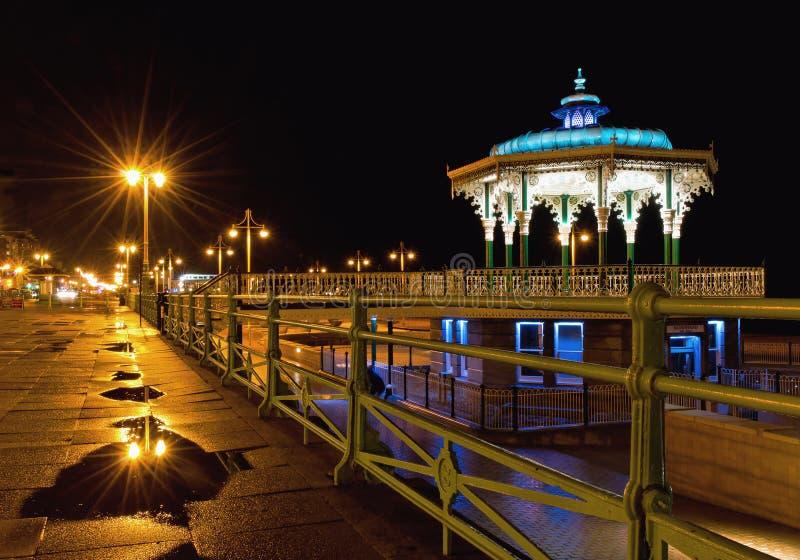 De muziektent van Brighton 's nachts na regen royalty-vrije stock foto's