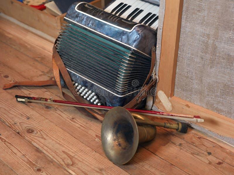 De muzikale instrumenten knoeien binnen royalty-vrije stock foto's