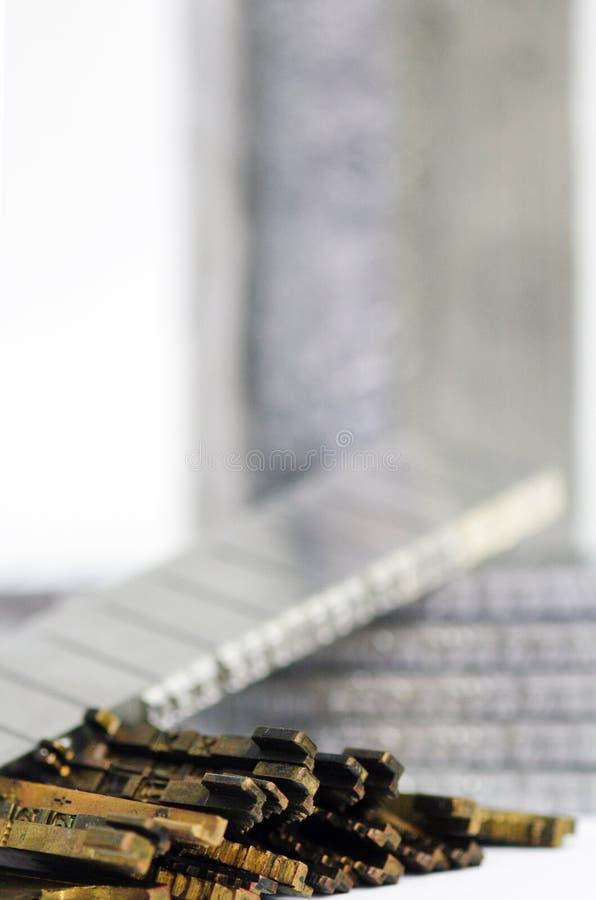 De naaktslakken en de matrijzenclose-up van het linotypelood royalty-vrije stock afbeelding